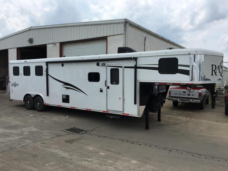 2017 Bison Ranger 8312 3 Horse Living Quarters Trailer