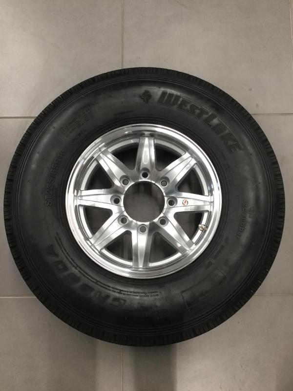 "16"" 8 Lug Silver Lynx w/ 235/85 West Lake"