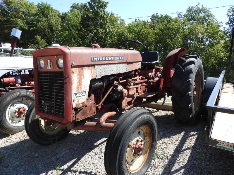 1970 International 424 Tractor