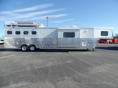 2007 Bloomer 4 Horse 17ft SW 7.5ft Slide Horse Trailer