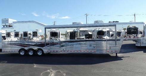 2012 Bloomer 4H 19.5'sw Horse Trailer