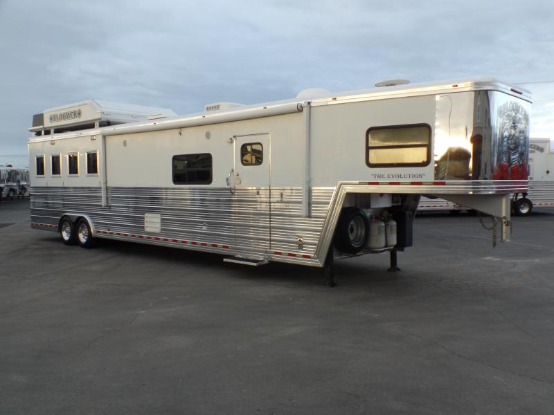 2007 Bloomer 4H 17ft Short Wall Horse Trailer