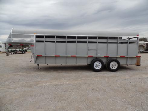 2008 Ponderosa 20ft Stock Trailer