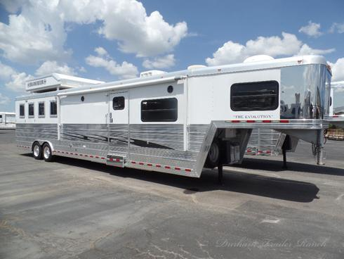 2008 Bloomer 4H 17'sw Horse Trailer