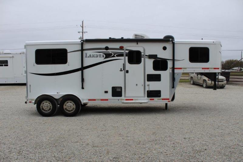 2015 Lakota 2 horse with 7