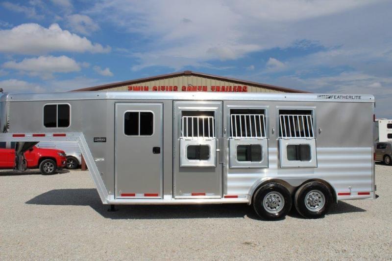 2017 Featherlite 3 horse slant gooseneck