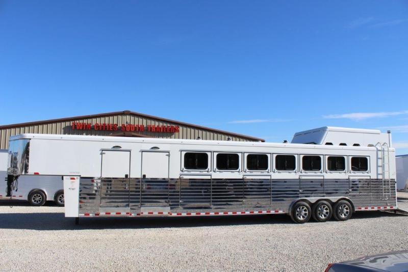 2016 Sundowner 7 horse slant gooseneck with midtack