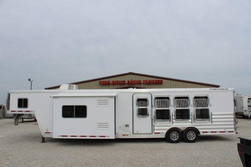 2017 Featherlite 4 horse with 15