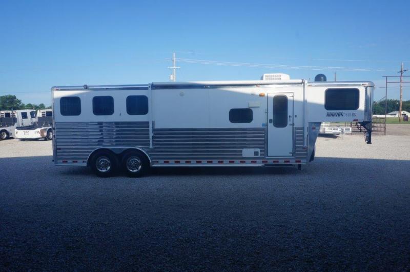 2012 Sundowner 3 horse with 10' Living Quarter