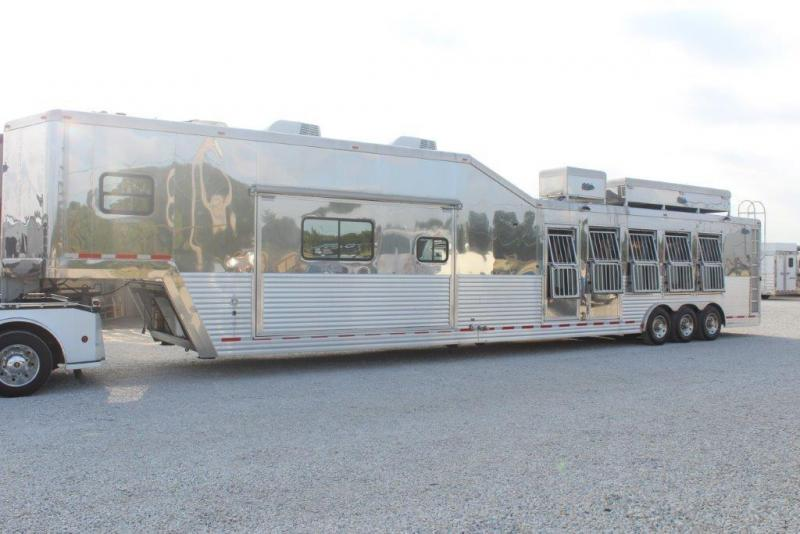 2009 Dream Coach 5 horse with 16