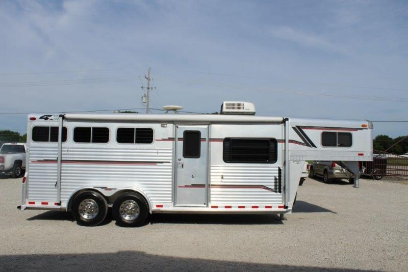2000 4-Star 3 horse with 6' Living Quarter