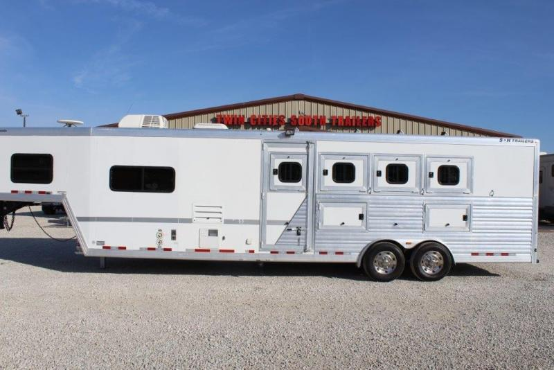 2010 S and H 4 horse slant with 10