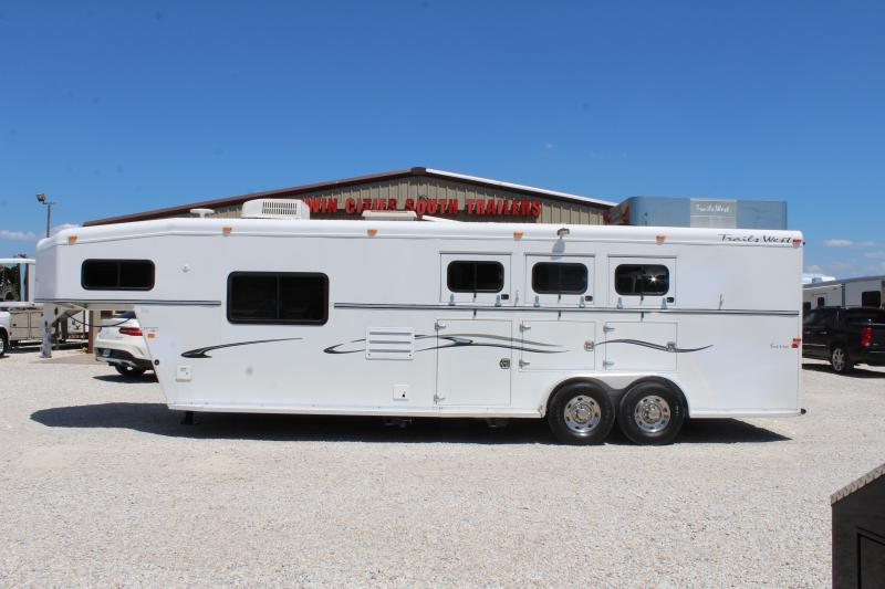 2006 Trails West 3 horse with 10' Living Quarter