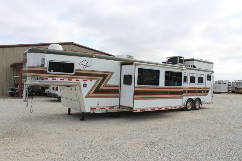 2004 Sooner 3 horse with 19' Living Quarter