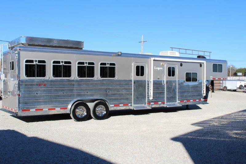 2007 Logan Coach XTR Horse Trailer