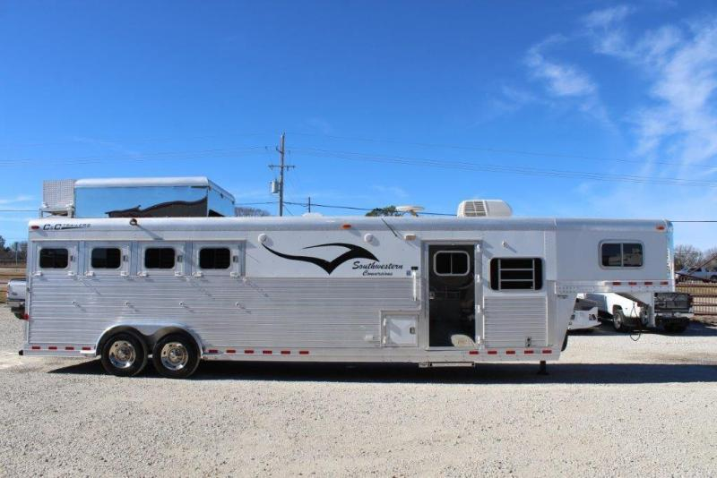 2006 C and C 4 horse with 12' Living Quarter