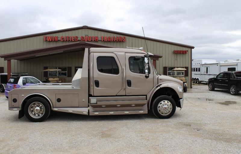 2012 Freightliner Sport Chassis Truck