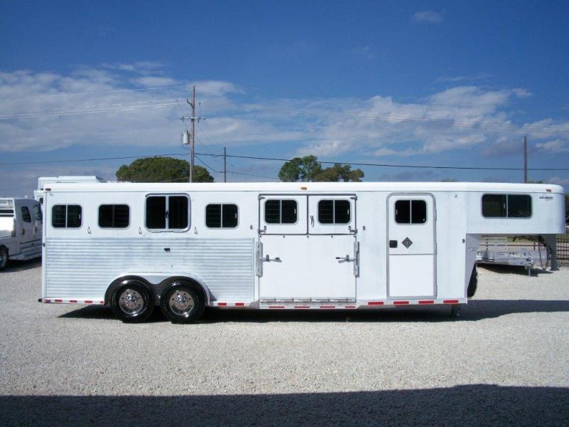 2000 Sooner 6 horse with dressing room
