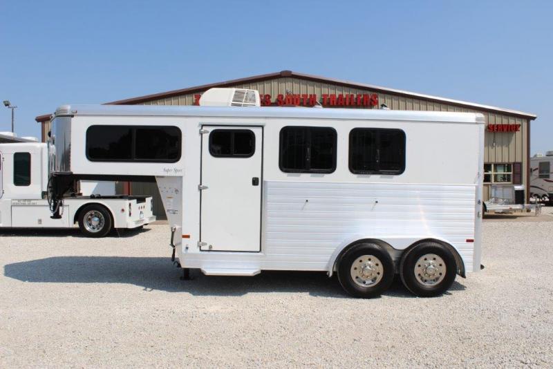 2014 Sundowner 2 horse gooseneck w/dressing room