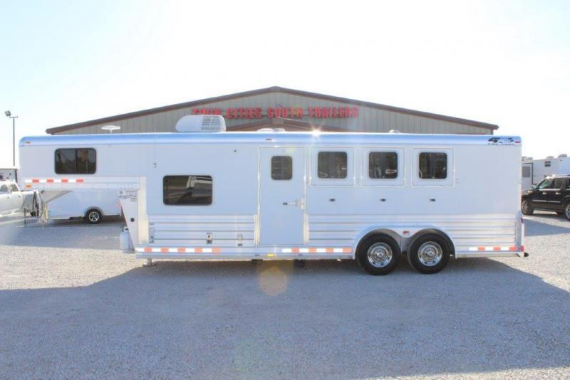 2009 4-Star 4 horse with 7' Living Quarter