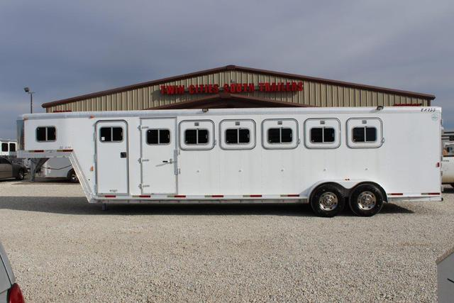 2002 Exiss 6 horse slant gooseneck with dressing room