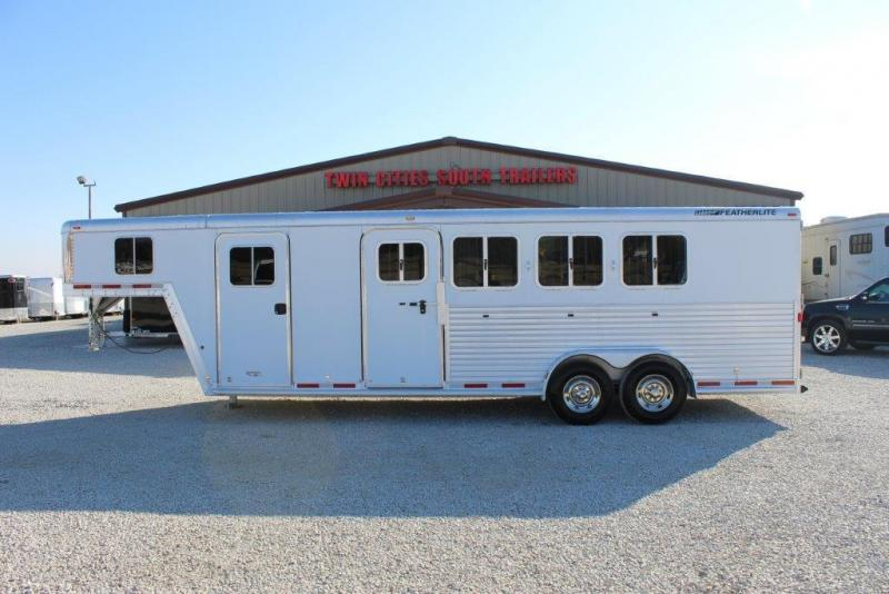 2006 Featherlite 6 dressing room Horse Trailer