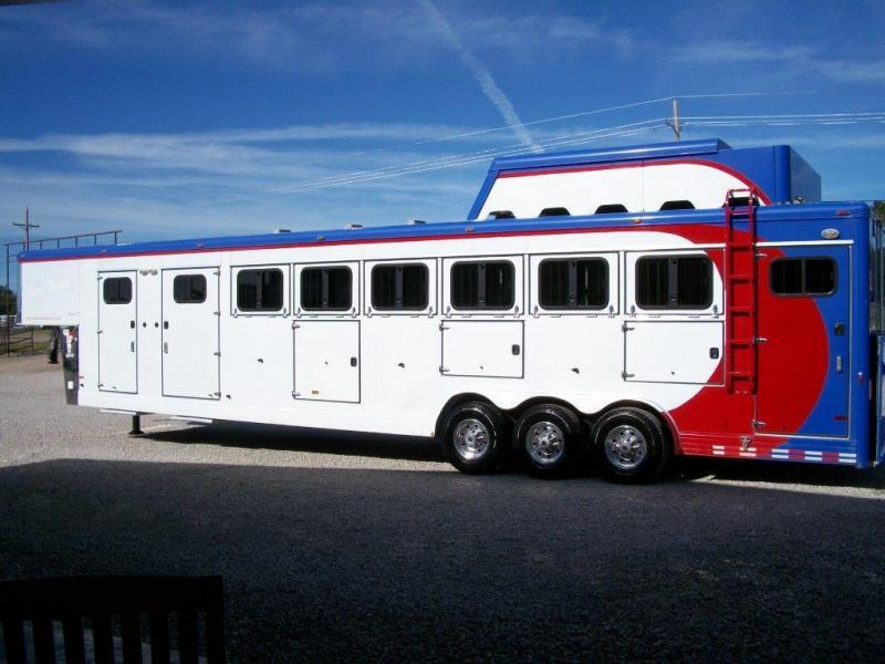 2006 Sundowner 6 horse with Mid Tack And Dressing room