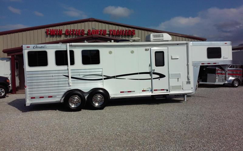 2006 Cherokee 3 horse with 8