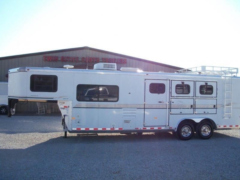 2003 Sundowner 3 horse with 8