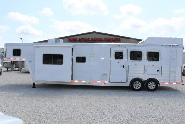 2016 Featherlite 3 horse with 15