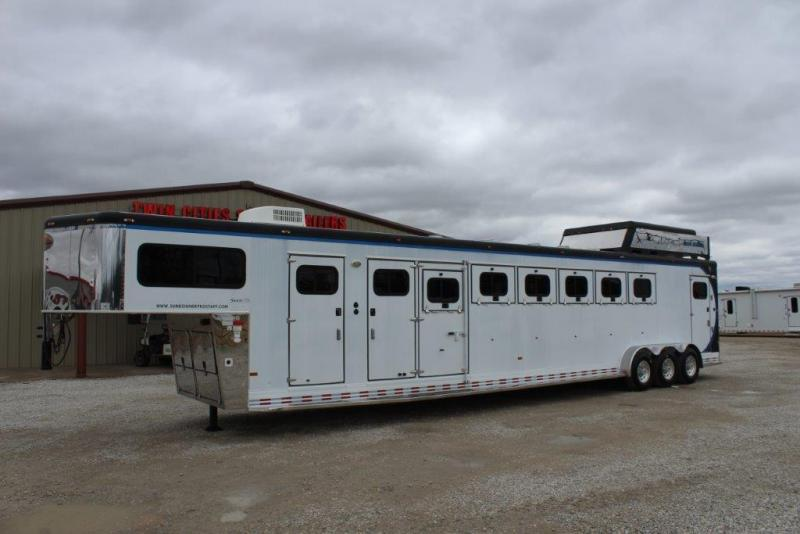 2006 Sundowner 6 horse with Dressing Room and Mid Tack