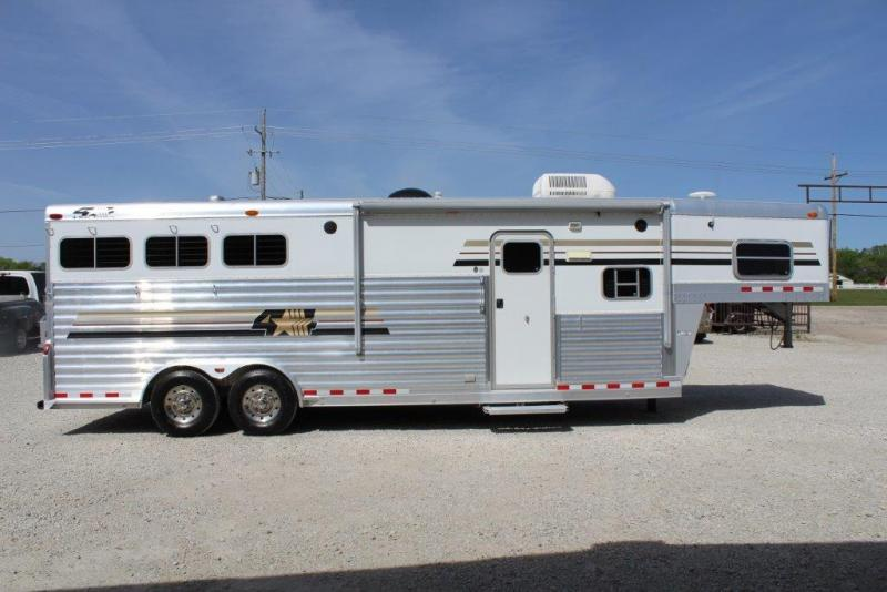 2005 4-Star 3 horse with 10' Living Quarter