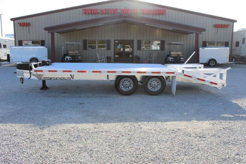 2014 Featherlite Flatbed 1585 Flatbed Trailer