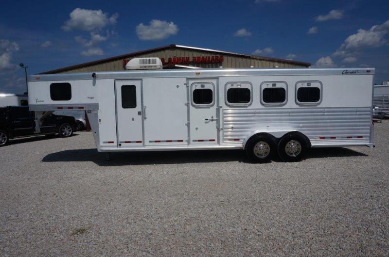 2004 Cherokee 4 horse with 8' Living Quarter