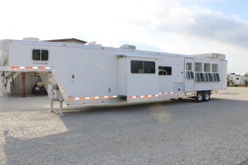 2004 Featherlite 4 horse with 21' Living Quarter