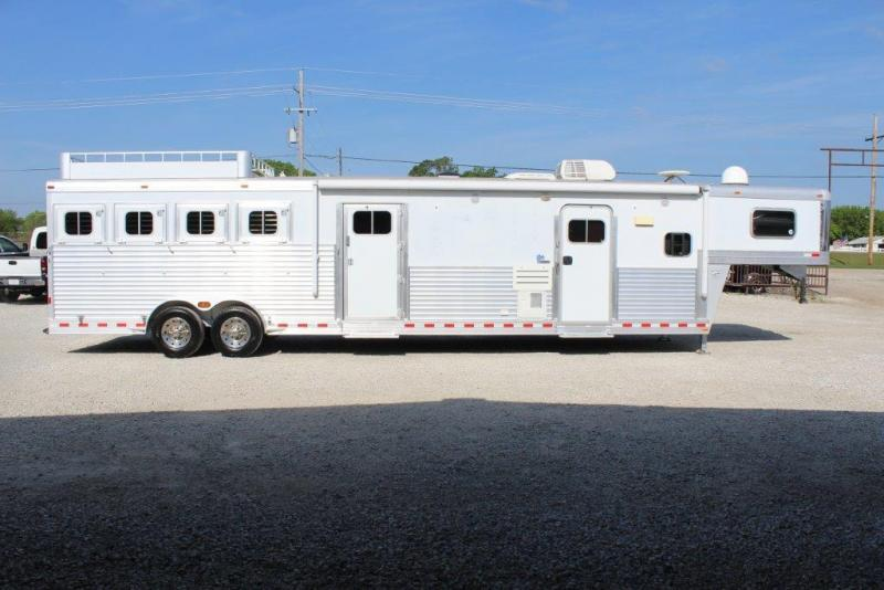2006 Elite 4 horse with 17.5 Living Quarter