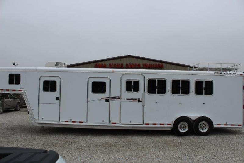2008 Featherlite 4 horse with dressing room and mid tack