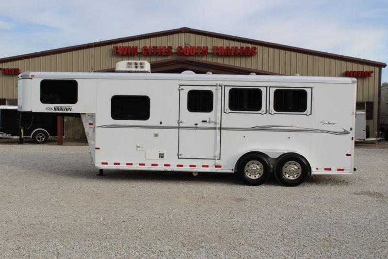 2011 Sundowner 3 horse with 6
