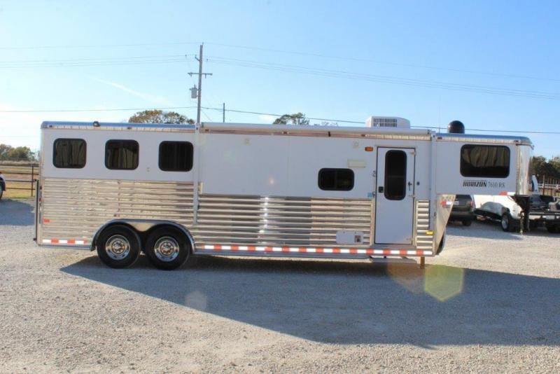 2012 Sundowner 3 horse with 10 ' Living Quarter