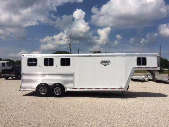 2006 Featherlite 3 horse with 6