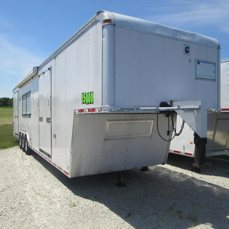2007 United Trailers GN ENCLOSED TRIAXLE Enclosed Cargo Trailer
