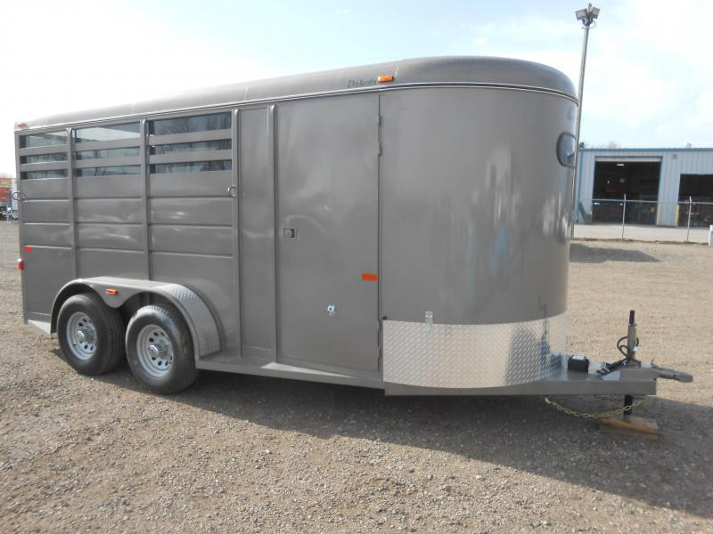2019 CM DAKOTA 3 Horse Slant Trailer