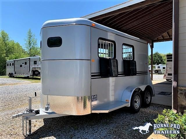 2019 Bee 2 Horse Slant Load Bumper Pull w/DROP WINDOWS