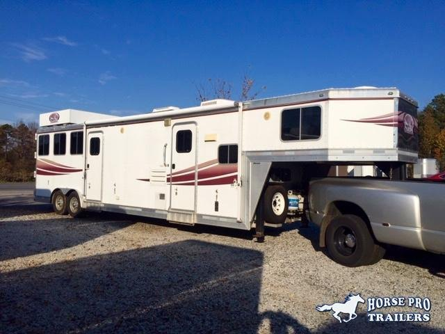 2008 Lakota 3 Horse 10' Living Quarters w/Slide Out & Midtack!