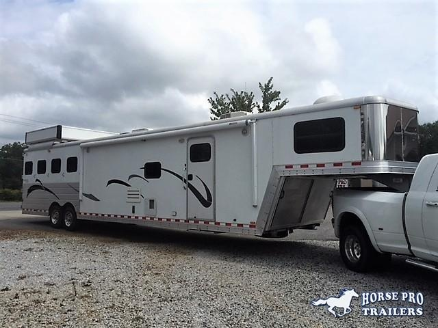 2007 Kiefer Genesis 4 Horse 17' Living Quarters w/Slide Out & GENERATOR!