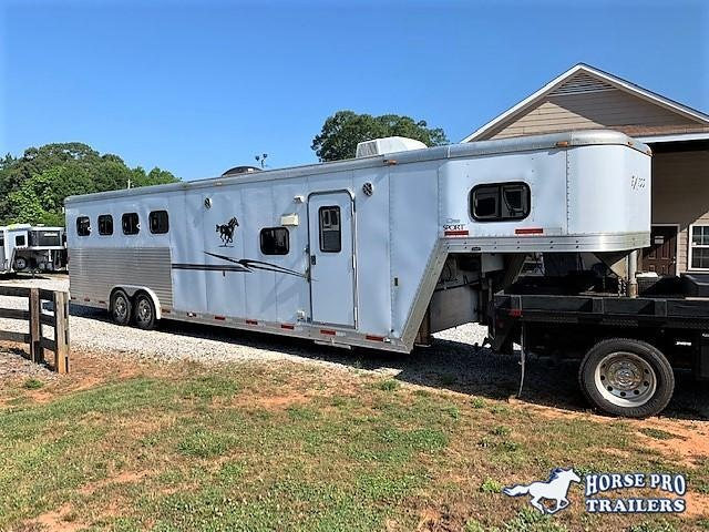 2007 Exiss 4 Horse/Toy Hauler 12'6 Living Quarters