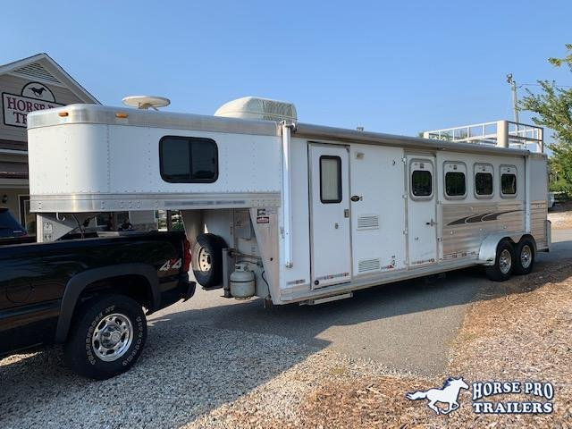 2004 Cherokee 4 Horse 8'6 OutLaw Living Quarters w/HAYRACK