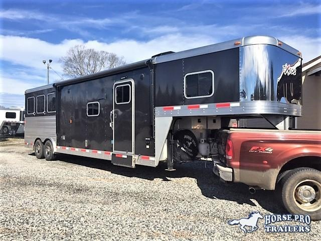 2017 Exiss Endeavor 3 Horse 12'6 Living Quarters w/Slide Out