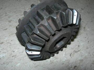 Used John Deere - Triple Gear for 40 Series Cornhead Gear Box AN102004