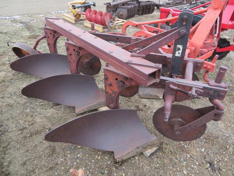 Used International Harvester 3 Bottom Plow - 3 Point